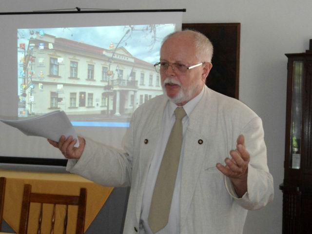 Bencze Lóránt az első nyelvésztáborban (Sátoraljaújhely, 2014)